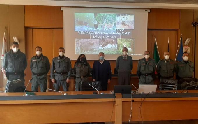 Presidente Lorenzetti e corpo polizia provinciale